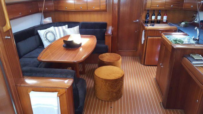 Detalle del interior del velero Vandross Pasito Blanco