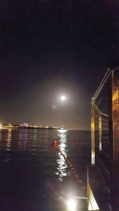 Llegada a puerto después de excursión baños de luna